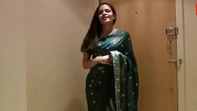 Pretty Girl Jasmine in Sari strips Full Hindi